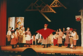 welcome-yule-children-perform-2001